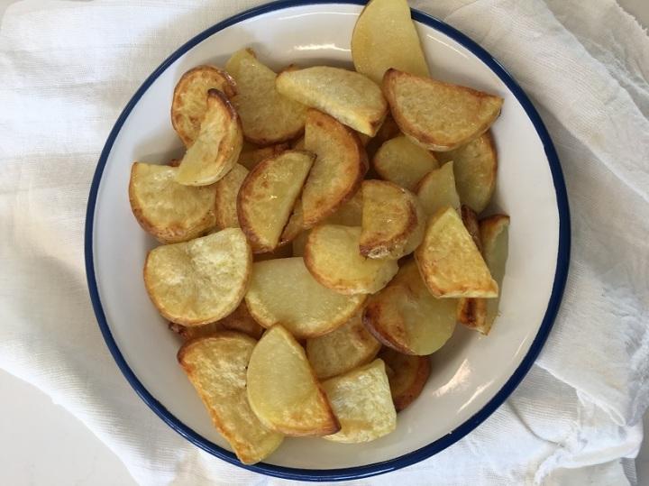 תפוחי אדמה אפויים הכי קל שיש ב-3מרכיבים